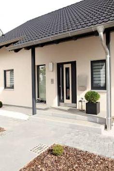VIO 302 - Wellness Starter House by FingerHaus GmbH - Construction company in Frankenberg (Eder - Haus - Fachadas Front Door Entrance, House Entrance, Bungalow Haus Design, House Design, Reforma Exterior, Small Front Porches, Entrance Design, Starter Home, Facade House
