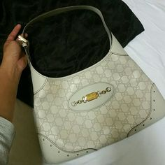 d1ed5c4fedfe Gucci leather hobo bag Gucci White leather hobo bag Couple years old but  barely used it
