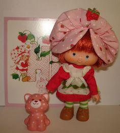 Charlotte aux fraises avec le petit chat qui sentait trop bon ! Childhood Toys, Strawberry Shortcake, Vintage Photos, Old School, To My Daughter, Memories, Dolls, Christmas Ornaments, Holiday Decor