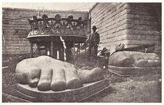 History In Pictures (@HistoryInPics) tweeted at 5:24 PM on Fri, Apr 25, 2014: Feet of the Statue of Liberty arrive on Liberty Island 1885.