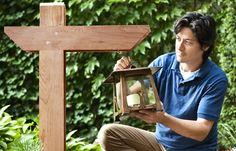 Pick up some stock cedar and a hanging lantern to construct a custom garden fixture Zen Garden Design, Japanese Garden Design, Garden Yard Ideas, Diy Garden Projects, Hanging Lanterns, Candle Lanterns, Wood Crafts, Diy And Crafts, Bookcase Plans