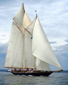 The 42m classic twin-masted schooner Mariette of 1915 originally built by Herreshoff in United States. #sailing #yacht #classicyacht #mariette #herreshoff