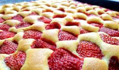 Der beste Erdbeer-Biskuitkuchen vom Blech Slovak Recipes, Czech Recipes, Strawberry Sweets, Oreo Cupcakes, Low Carb Pizza, Pudding Desserts, Desert Recipes, Let Them Eat Cake, Relleno