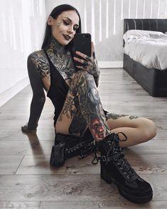 Is that Monami Frost? Hot Tattoo Girls, Tattoed Girls, Inked Girls, Monami Frost, Hot Tattoos, Girl Tattoos, Bodysuit Tattoos, Tatoos, Dragon Sleeve Tattoos