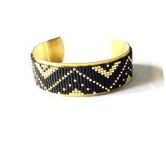 Magnifique manchette avec tissage de perles miyuki délicas réalisé au métier à tisser, collé à la colle E6000 (colle universelle idéale pour le collage de perles sur diffé - 18317547