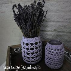 Twee mooie lavendel kleurige omgehaakte glazen potten, die anders in de glasbak terecht zouden komen.