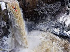 Kayaking Picture - Waterfall Photo - National Geographic Photo of the Day Red Bull, Canoa Kayak, Cool Pictures, Cool Photos, Funny Pictures, Random Pictures, Waterfall Photo, Spencer, Whitewater Kayaking