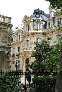 #Baroque Parisian #architecture and #ornate detailing. What a beautiful place to live!