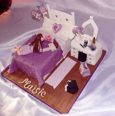 Teenager Bedroom Cake This cake is for a little girl who turned covered all the elements they wanted a chocolate dressing table and bed. Pretty Cakes, Beautiful Cakes, Amazing Cakes, Birthday Cakes For Teens, Teen Birthday, Birthday Ideas, Teen Cakes, Girl Cakes, Cupcakes