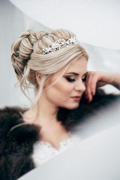 Wedding Tiara Hairstyles, Bridal Hair Updo, Bridal Hair Vine, Bridal Crown, Bridal Tiara, Crown Hairstyles, Wedding Hair And Makeup, Wedding Updo, Pearl Bridal