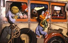 Hanging out in The Great Muppet Caper! Jim Henson, The Muppet Show Characters, Disney Characters, Die Muppets, Fraggle Rock, Miss Piggy, Kermit The Frog, Big Bird, Street Photo