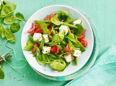 Unser beliebtes Rezept für Spinat-Bohnen-Salat mit Tomaten und Schafskäse und mehr als 55.000 weitere kostenlose Rezepte auf LECKER.de.
