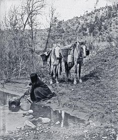 Apache women were skilled basket makers. Edward Curtis took this 1903 photograph of a woman filling her watertight basket with water to take back to camp. – Courtesy Library of Congress – Native American Beauty, Native American Photos, Native American Tribes, Native American History, American Indians, British History, Edward Curtis, Indiana, Native American Photography