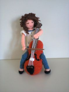 violoncellista amigurumi Crochet Music, Cute Crochet, Crochet Dolls, Crochet Hats, Play Clothing, Movie Collection, Diy Toys, Doll Accessories, Yorkie