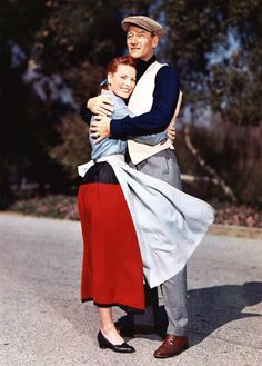 THE QUIET MAN ~ Maureen O'Hara & John Wayne. I LOVE this movie, will watch it every time it comes on TCM! The only John Wayne movie I really like. Who knew he could look so sexy standing in the rain in a white shirt? Golden Age Of Hollywood, Vintage Hollywood, Hollywood Stars, Classic Hollywood, Hollywood Icons, Vintage Tv, Hollywood Glamour, Old Movies, Great Movies