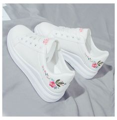 Cool Shoes For Girls, Trendy Shoes, Girls Shoes, White Nike Shoes, White Casual Shoes, White Flats, White Sneakers, Sneakers Mode, Girls Sneakers