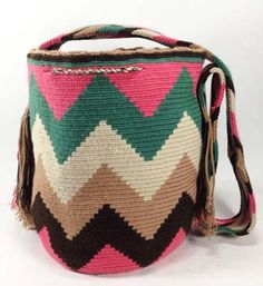 Comprar Colombian Wayuu Mochila Bags Online sale - Wayuu Mochila Bags of Colombia - Mochilas Wayuu handmade with pure cotton by Wayuu indians from La Guajira - Online sale of colombian Mochilas Tapestry Crochet, Diy And Crafts, Coin Purse, Wallet, Canvas, Pattern, Crochet Bags, Aurora, Stitches