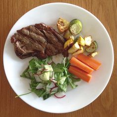 AIP/low Fodmap dinner... BBQ scotch fillet mixed salad leaves from the garden with radish and cucumber dressed in lemon and EVOO. Crunchy new season carrots and roasted zucchini and scallopini. Really tasty low carb meal so fresh. #scotchfillet #whole30 #whole30aip #aip #autoimmuneprotocol #autoimmunepaleo #gaps #antiinflammatory #lowfodmap #lowfodmapdiet #scd #lowcarb #grainfree #glutenfree #dairyfree #nightshadefree #sibo #sibodiet #twothirdsveggiesoneveryplate #itsallabouttheveggies…