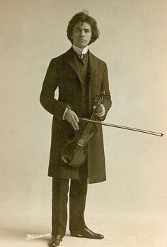 +~+~ Vintage Photograph ~+~+ Cabinet photo of a young violinist from New York and a very handsome one at that! +~+~ Vintage Photograph ~+~+ Cabinet photo of a young violinist from New York and a very handsome one at that! Antique Photos, Vintage Pictures, Vintage Photographs, Old Pictures, Vintage Images, Old Photos, Look Vintage, Vintage Beauty, Vintage Men
