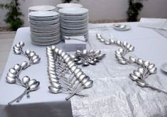 Wedding table layout ideas napkins new Ideas - Table Settings Buffet Set, Party Buffet, Wedding Table Layouts, Table Wedding, Party Layout, Dining Etiquette, Spoon Art, Table Manners, Table Set Up