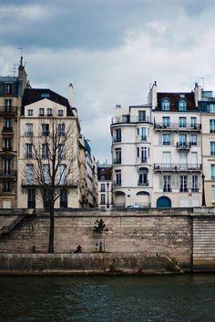 Paris by Hanna Lovinda.
