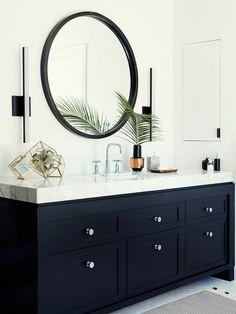 meuble de salle de bain en noir et plan de travail en marbre
