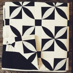 Reverie Quilt in Black and White (Twin/Full)