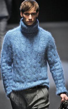 Gucci FW - Milan Men's Fashion Week This sweater is a winner! Mens Fashion Sweaters, Men Sweater, Mohair Sweater, Stylish Men, Men Casual, Milan Men's Fashion Week, Pantalon Costume, Style Masculin, Armani Men