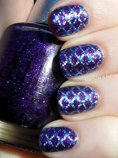 OPI DS Temptation  Looks complicated, but really not, if you have a nail pen!
