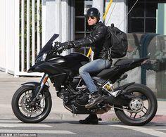 O ator Justin Theroux #Celebridades #PowerMotorrad #BMW