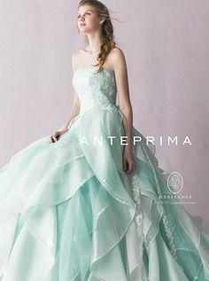 アクア・グラツィエがセレクトした、ANTEPRIMA(アンテプリマ)のウェディングドレス、ANT0103をご紹介いたします。