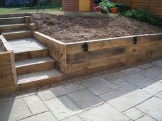 49 ideas patio floor ideas stones backyards for 2019 Garden Retaining Wall, Landscaping Retaining Walls, Sloped Garden, Backyard Landscaping, Sleeper Retaining Wall, Raised Garden Bed Plans, Raised Patio, Stone Backyard, Small Backyard Patio