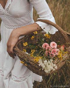 Image about beautiful in Flowers by Shorena Ratiani Old Dress, Photowall Ideas, Ivy House, Moda Boho, Foto Art, Summer Aesthetic, Jane Austen, Flower Power, Picnic