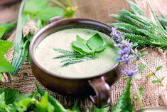 Neunkräuter-Suppe – Mein traditionelles Rezept am Karfreitag Kraut, Moscow Mule Mugs, Tableware, Detox, Good Friday, Medicinal Plants, Healing, Traditional, Dinnerware