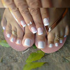 bom dia!  #havaianas #havaianasday #ilovehavaianas #amohavaianas #whitenails #barefoot #feet #closefeet #cutefeet #cutetoes #dedinhos #feetfetish #feetlover #footmodels #lovefeet #mineiradepéslindos #perfectfeet #pesdoinsta #pésfemininos #pezinhos #pezinhosdeprincesa #pezinhoslindos #podolatras #podolatria #prettyfeet  #prettytoes #selfeet #sexyfeet #sexytoes #francesinha
