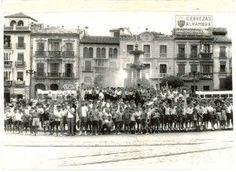 Niños acogidos en la Casa de los Hermanos Obreros de María antes de partir para su casa de Monachil.Publicada en IDEAL el 4 de julio de 1961. Torres Molina/Archivo de IDEAL