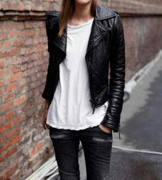 street style / women's fashion / leather jacket / black leather jacket / grey jeans / gray jeans / white tee / white t / casual / leather / black leather / fashion Pastel Outfit, Komplette Outfits, Casual Outfits, Style Casual, Style Me, Hair Style, Jeans Trend, Outfit Trends, Looks Style