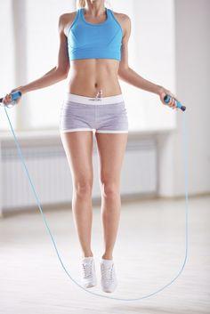 Facile et pas chère, la corde à sauter, une activité intense pour se dépenser…