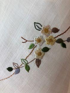 다시 찔레의 계절(모시조각보) : 네이버 블로그 Elsa, Delicate, Arts And Crafts, Flowers, Hand Embroidery, Beautiful, Women's Fashion, French, Beauty