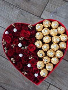 Flower Box Gift, Flower Boxes, Diy Bouquet, Candy Bouquet, Chocolate Flowers Bouquet, Valentines Gift Box, Luxury Flowers, Diy Gift Box, Beautiful Flower Arrangements