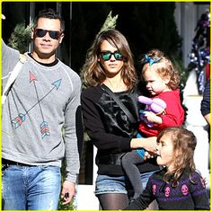 Jessica Alba and her family enjoy lunch at M Cafe before heading to the park for an afternoon of fun on Saturday (February 1) in Beverly Hills, Calif. // Jessica is wearing Westward \\ Leaning sunglasses and earrings by Rona Pfeiffer.