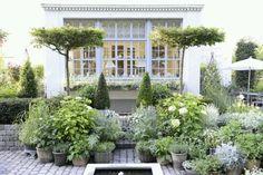 Cluster planters for moisture retention