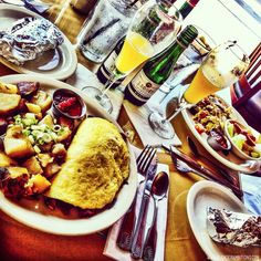 BLONDER AMBITIONS   INSTAGRAM RECAP – FOOD EDITION. mesa cafe – omelet   bacon   spinach   mushrooms   cottage fries   champagne   corn tortillas