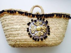 Coffa siciliana con scudo fatto a mano.. Sicily Italy, Straw Bag, Emerald, Baskets, Coin Purse, Handbags, Wallet, Ideas, Art