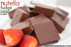 Nutella Fudge:only 10 minutes to make! Ingredients 1 can sweetened condensed milk 1 tsp vanilla extract 230 grams of chocolate chips 1 cup Nutella 45 grams of softened butter cut up into small pieces Fudge Recipes, Candy Recipes, Sweet Recipes, Dessert Recipes, Dessert Bars, Dessert Ideas, Nutella Snacks, Nutella Fudge, Nutella Chocolate