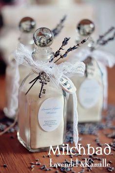 Feines Milchbad mit Lavendel und Kamille