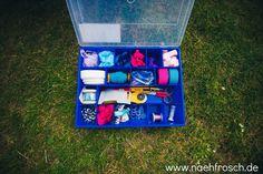 Nähfrosch Aufbewahrung von Stoff und Nähutensilien Werkzeugkoffer für die Frau Boxen und Kisten für Stoffe von Ab-in-die-Box Kleinteilaufbewahrung praktisch