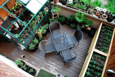 Urban Rooftop Gardens Terrace Design - Rooftop garden is a man-made green space on the top level (usually a roof or balcony) of a building. Rooftop Terrace, Terrace Garden, Rooftop Gardens, Balcony Herb Gardens, Balcony Gardening, Outdoor Balcony, Tower Garden, Sky Garden, Garden Bed