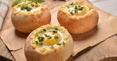 Hearty And Delicious, These Stuffed Bread Bowls Are A Great Way To Start The Day – 12 Tomatoes What's For Breakfast, Breakfast Recipes, Chicken Zucchini Casserole, Bread Bowls, Cheesy Chicken, Buffalo Chicken, Chicken Soup, Finger Food, Appetizer Recipes