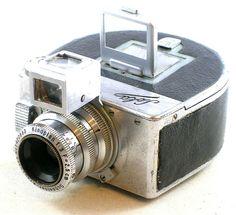 exposures on rollfilm, subminiature camera. Antique Cameras, Old Cameras, Vintage Cameras, Mini Camera, Best Camera, Camera Obscura, Camera Lens, Digital Revolution, Classic Camera